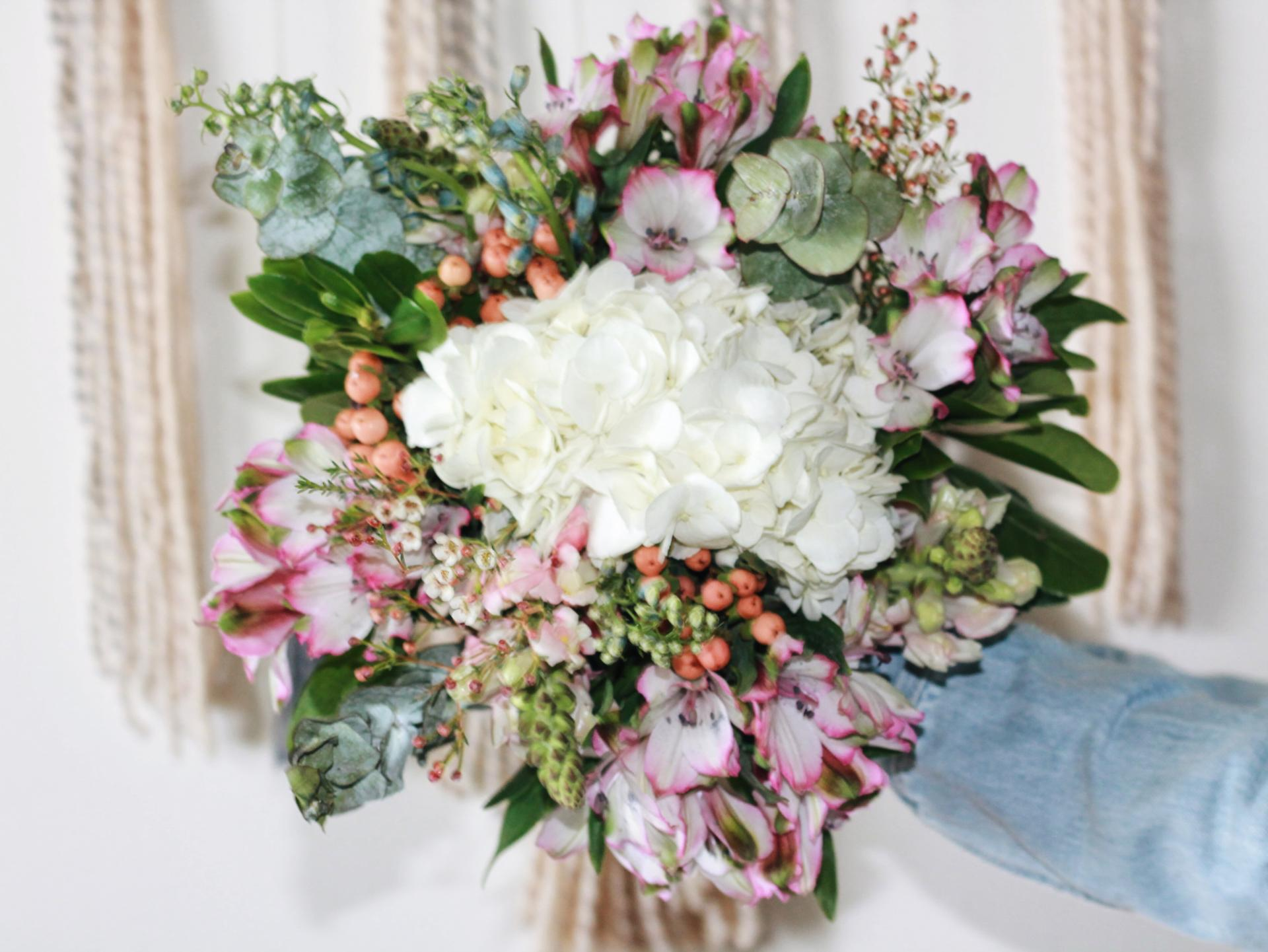 how to make your own wedding bouquet with fake flowers 2 how to make your own wedding bouquets abby saylor armbruster 5017